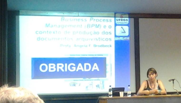 Angela Freitag Brodbeck na Palestra: Business Process Management (BPM) e o contexto de produção dos documentos arquivísticos.